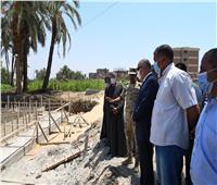 محافظ قنا يتفقد عددًا من المجمعات الخدمية الحكومية بفرشوط