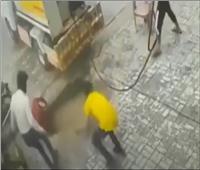 الأرض تبتلع البشر في باكستان   فيديو