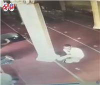 فيديو لسرقة هاتف محمول بمسجد في طنطا يُثير غضب المواطنين| فيديو وصور