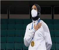 فريال تتسلم الذهبية والنشيد الوطني يعزف في الأولمبياد من 17 عاما  فيديو