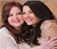 في أول تعليق لها بعد وفاة والدتها.. دنيا سمير غانم: بقيت يتيمة