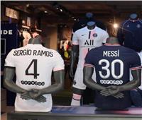 فيديو  جنون جماهير باريس سان جيرمان.. طوابير للحصول على قميص ميسي