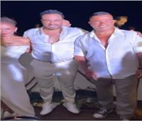 لحظة وصول عمرو دياب حفل زفاف نيللي كريم وهشام عاشور.. فيديو وصور