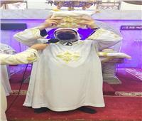 في صوم العذراء..الأنبا مكاري يترأس القداس الإلهي بكنيسة مسرة