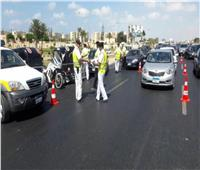 حملات مرورية بالمحاور والميادين لرصد المخالفين ورفع السيارات المتهالكة