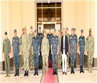 قائد القوات البحرية للقيادة المركزية والسفير الأمريكي يزوران قاعدة «برنيس»