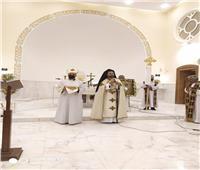 الأنبا باخوم يحتفل بعيد انتقال جسد السيدة العذراء إلى السماء