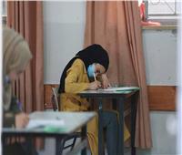 طلاب نقل ثانوي يواصلون امتحانات الدور الثاني بالمنيا