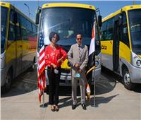 أمريكا تُسلم 20 حافلة جديدة إلى محافظة شمال سيناء| صور