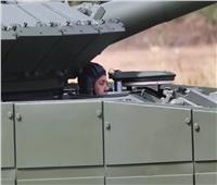 وزير الدفاع الروسي يقود دبابة  فيديو