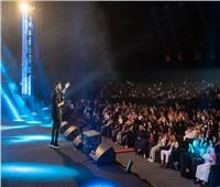 بتورتة ضخمة| «تامر حسني» يحتفل بعيد ميلاده وسط الجمهور خلال حفله بمارينا.. فيديو