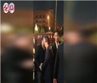 فيديو| عمرو عرفة يصل عزاء والدة زوجة الفنان محمد رمضان