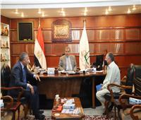 سعفان يلتقي رئيس الجالية المصرية بفرنسا لمتابعة أوضاع العمال المصريين