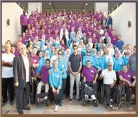 وزير الشباب والرياضة يهدي الرئيس السيسي «درع التميز»