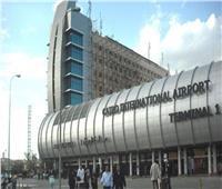 ضبط محاولة تهريب كمية من الهواتف المحمولة والرموش الصناعية بمطار القاهرة