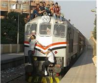 «التسطيح» 200 جنيه.. هذه الغرامات المقررة بقطارات السكة الحديد