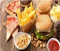 استشاري بـ«القومي للتغذية» يوضح الأكلات الممنوعة قبل وبعد تلقي لقاح كورونا