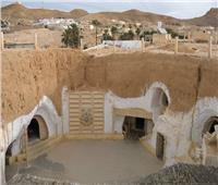 بيوت محفورة تحت الأرض .. تقرير يرصد نماذج فريدة لمنازل بلدة مطماطة بتونس| فيديو