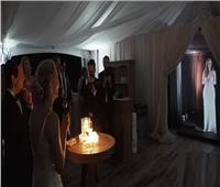 بريطانية تحضر زفاف صديقتها عبر تقنية «هولوجرام»| فيديو