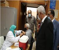 رئيس جامعة المنوفية يتفقد أماكن التطعيم ضد فيروس كورونا