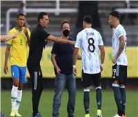 منتخب الأرجنتين يغادر الملعب بعد توقف المباراة أمام البرازيل   صور