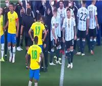 تفاصيل أزمة لقاء البرازيل والأرجنتين وقرار إلغاء المباراة | صور