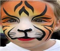 تسبب الحساسية والحكة.. أضرار ألوان الرسم على جلد الأطفال