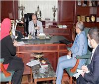 محافظ بني سويف يبحث تعظيم سبل التعاون مع مشروع تعزيز فرص المرأة في التصنيع الزراعي