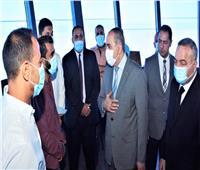 وزير الطيران المدنى يتفقد برج مراقبة مطار القاهرة ويشيد بأداء المراقبين