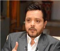 محمد هنيدي ناعيًا محمود العربي: «العمر بينتهي بس السيرة بتكمل»