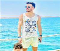 صلاح محسن يشارك متابعيه بصور من المصيف مع أسرته