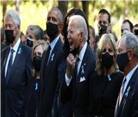 جو بايدن يقوم بحركة غريبة بمراسم إحياء ذكرى 11 من سبتمبر