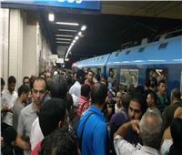 تزاحم ركاب مترو الأنفاق في محطة السيدة زينب بسبب عطل الشبكة الكهربائية