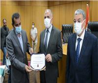 وزير الري يكرم عدداً من المهندسين والمشرفين على أعمال تبطين الترع بالمنيا