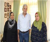 من منزل عائلته بالإسكندرية نكشف الوجه الآخر للكاتب الساخر «أحمد رجب»