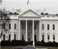 كبير المستشارين الطبيين للبيت الأبيض يؤيد إلزامية تلقي لقاح كورونا
