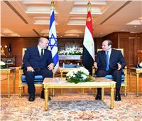 الرئيس السيسي ورئيس وزراء إسرائيل يبحثان تطورات العلاقات بمختلف المجالات