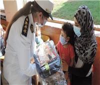 «الداخلية» تهدي حقائب مدرسية للطلاب بالمناطق الأولى بالرعاية