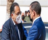 «مدبولي» يستقبل رئيس حكومة الوحدة الوطنية الليبية بمطار القاهرة