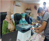 تطعيم العاملين في الوحدة المحلية لمركز طهطا بلقاح كورونا