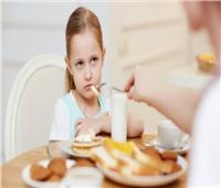 بخطوات بسيطة.. كيف تقنع طفلك الانتقائي بتناول الطعام