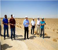 «الريف المصري» تجري عمليات تسوية للطرق بأراضي الـ 1.5 مليون فدان