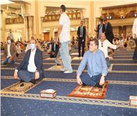 «الدبيبة» و«سعفان» يؤديان صلاة الجمعة في مسجد الفتاح العليم