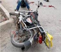 إصابة عامل وطفليه في انقلاب دراجة بخارية بقنا