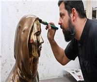 لأول مرة.. الكشف عن هوية تمثال مؤسس «بيتكوين» الغامض | صور