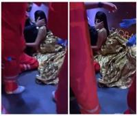 الفنانة العراقية «رحمة رياض» تتعرض للإغماء أثناء حضورها لمهرجان «موريكس مور»| فيديو
