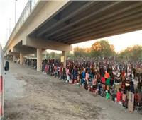 واشنطن تتعهد تسريع وتيرة ترحيل المهاجرين المحتجزين تحت جسر في تكساس