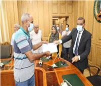 محافظ المنوفية يسلم 27 عقدًا لمشروعاتأنظمة الري بمليون و795 ألف جنيه