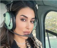 ياسمين صبرى تخطف الأنظار داخل طائرتها بـ «التايجر»
