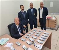ضبط نجارمسلح  يخفي مليون و١٧١ الف ريال سعودي بمطار القاهرة   صور